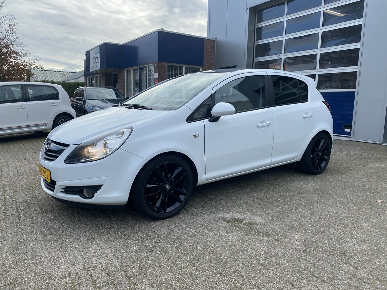 Opel Corsa 1.2-16V Black/White edition - airco